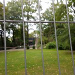 Figurentheater Graßhüpfer - hinter Gittern